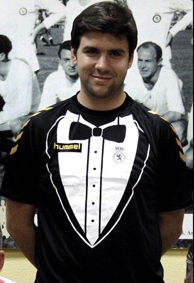cultural leonesa Suited and booted...in a football shirt